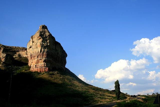 rocky-outcrop-178096_640